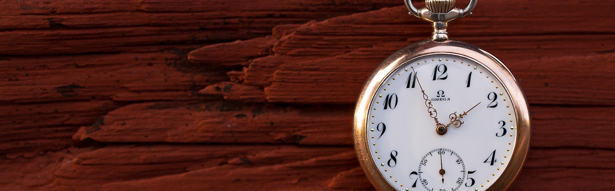 Vintage_omega_pocket_watch_wood
